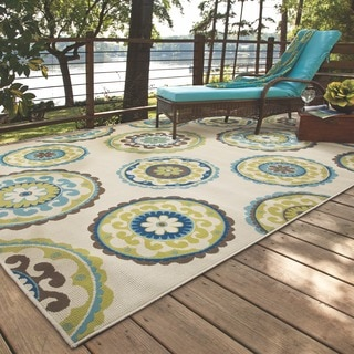 Ivory/ Green Outdoor Area Rug (6'7 x 9'6)